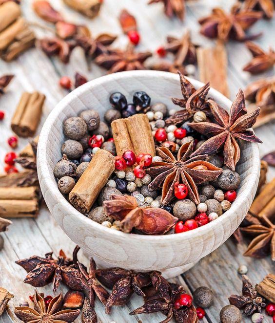 Épices parfumées utilisées dans l'histoire du parfum ©Gate 74 CC0 Pixabay
