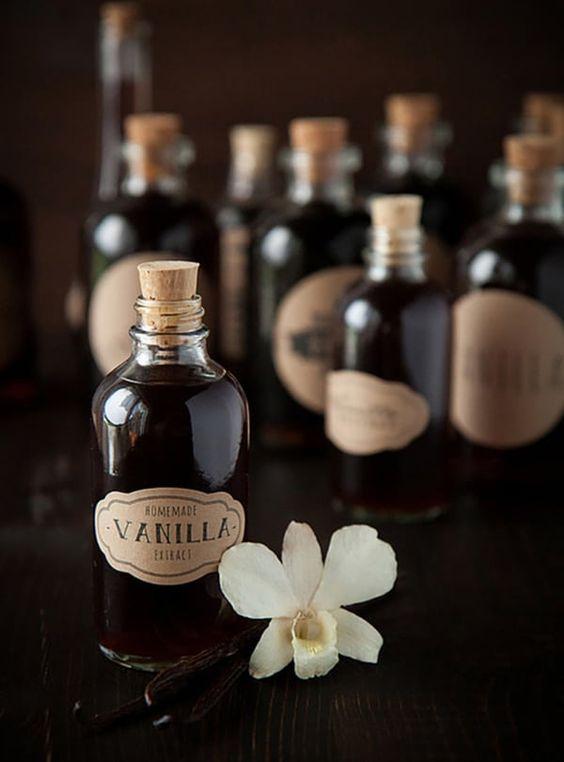 Flacons d'extrait de vanille parfumé