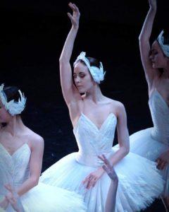 Eugénie Drion dans le Lac des Cygnes à l'Opéra de Paris